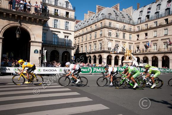 Bradley Wiggins lead out to Glory Paris original