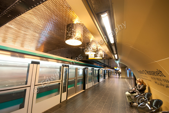 Roosevelt Metro Train Wait Original